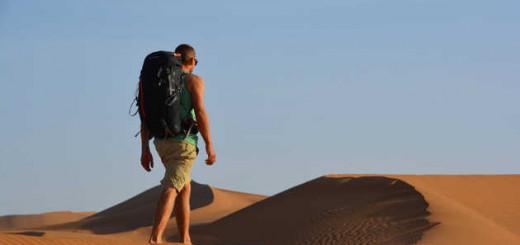 Wanderer in den Dünen - Katharina Jacobs   erlebnisreisen-afrika.de